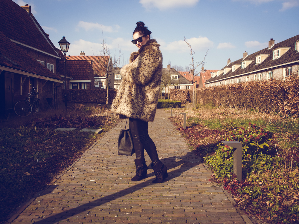 LEOPARD COAT | THECHICITALIAN | Outfit with my new Mango leopard coat with coated jeans and pony hair wedges