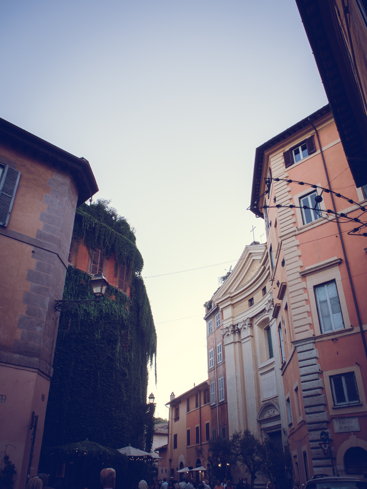 TRASTEVERE || THECHICITALIAN || My outfit & images from our visit to Trastevere