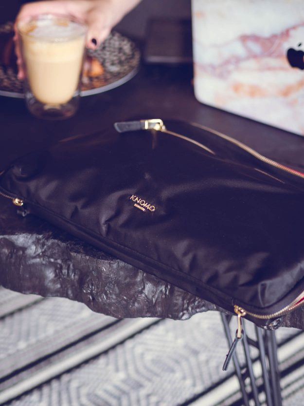 KNOMO KNOMAD ORGANISER REVIEW | THECHICITALIAN | My firsthand Knomo Knomad organiser review for a freelance digital nomad life