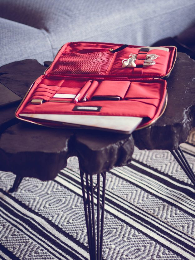 KNOMO KNOMAD ORGANISER REVIEW   THECHICITALIAN   My firsthand Knomo Knomad organiser review for a freelance digital nomad life