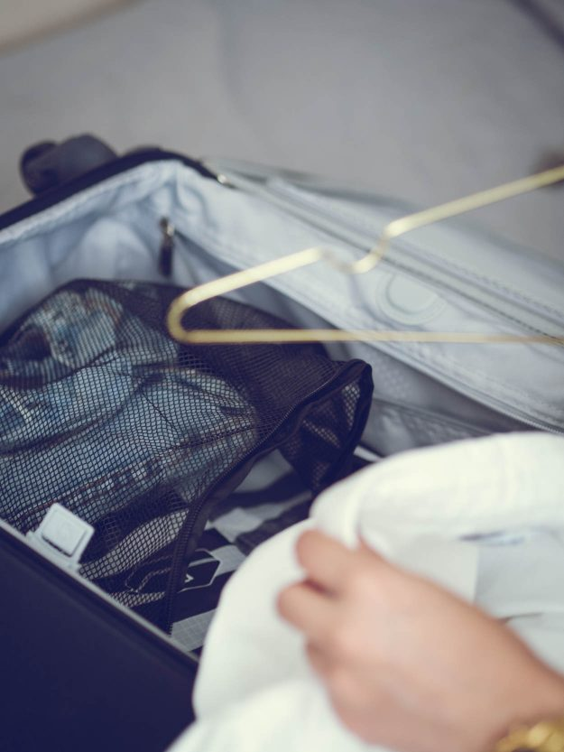 THE 5 ULTIMATE LIGHT PACKING TIPS FOR YOUR NEXT DESTINATION | THECHICITALIAN | With light packing list example to make sure you only take the essentials