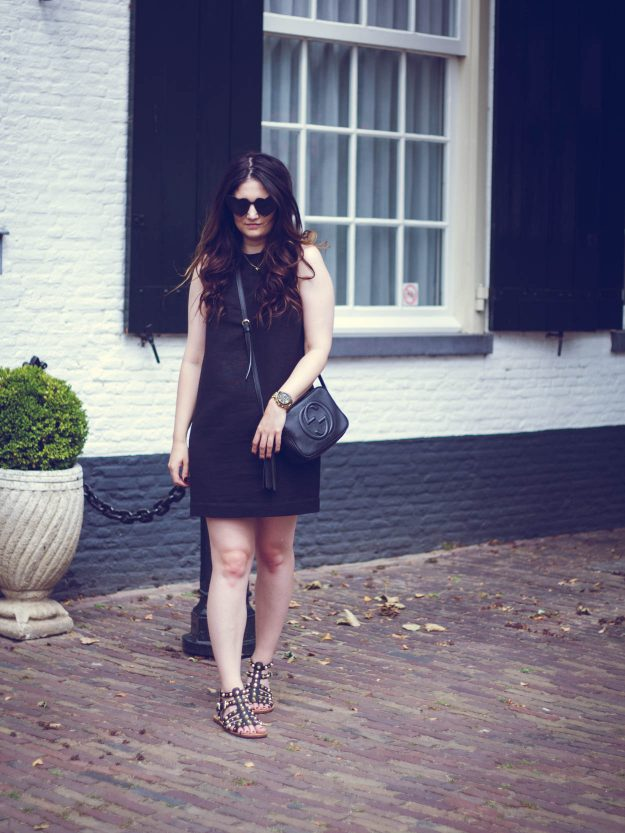THE PERFECT CHIC LITTLE BLACK DRESS FOR DAY & NIGHT | THECHICITALIAN | Dress down your little black dress for a summer city trip look