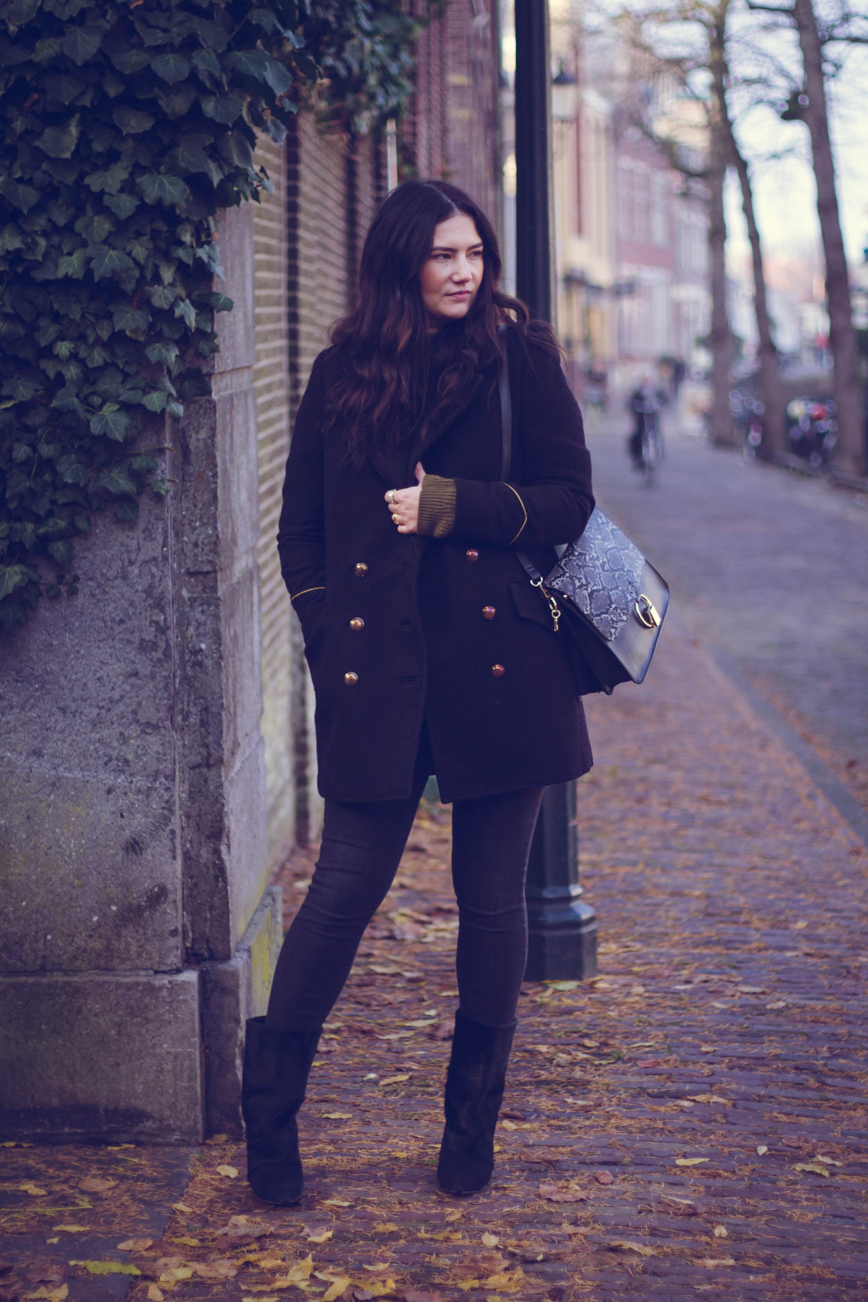 5 FALL COATS YOU WANT TO INCORPORATE IN YOUR CURATED WARDROBE | THECHICITALIAN | The military coat is structured and will look good on many body shapes