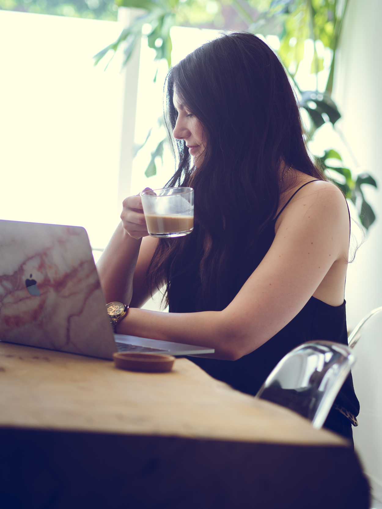 HOW TO COMBINE YOUR SIDE HUSTLE WITH A JOB AND OTHER RESPONSIBILITIES | THE CHIC ITALIAN | Making the side hustle life work for you, make you happy and bring in a little more money