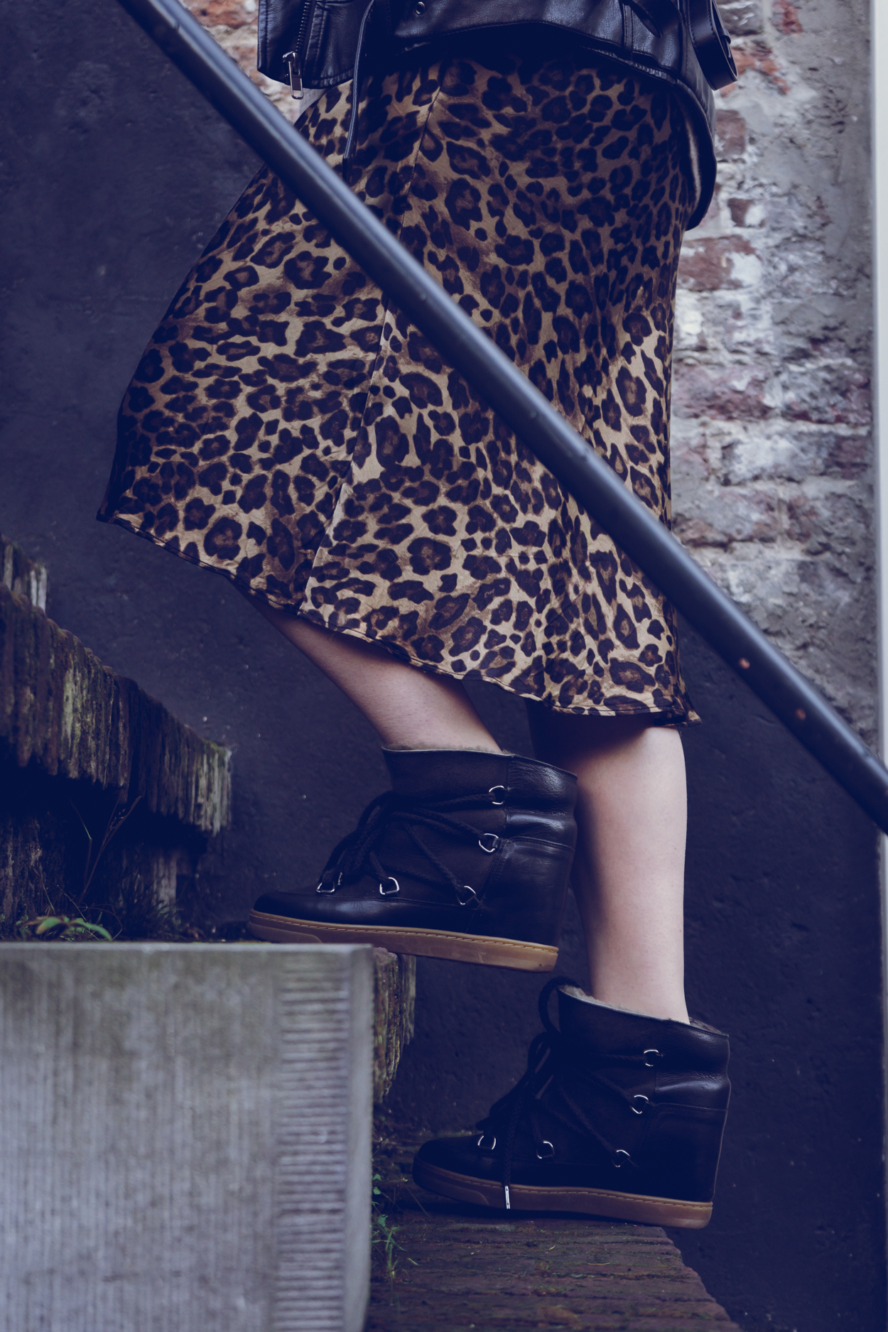 HOW TO WEAR ISABEL MARANT NOWLES SNOW BOOTS | The Chic Italian | Isabel Marant nowles snow boots outfits
